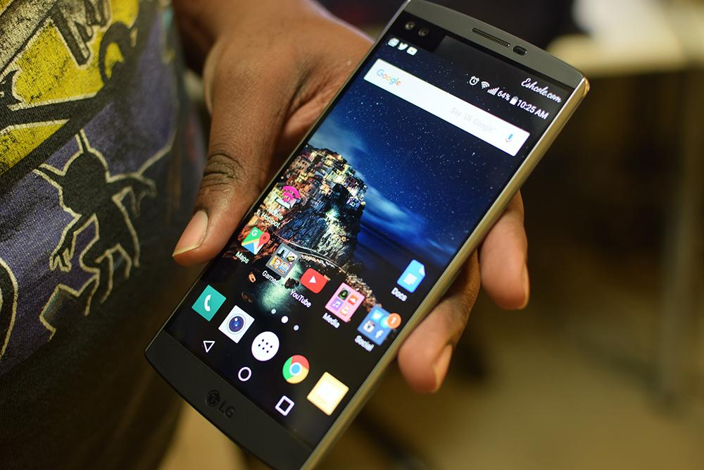 Picture of the LG V10 phone in my hand